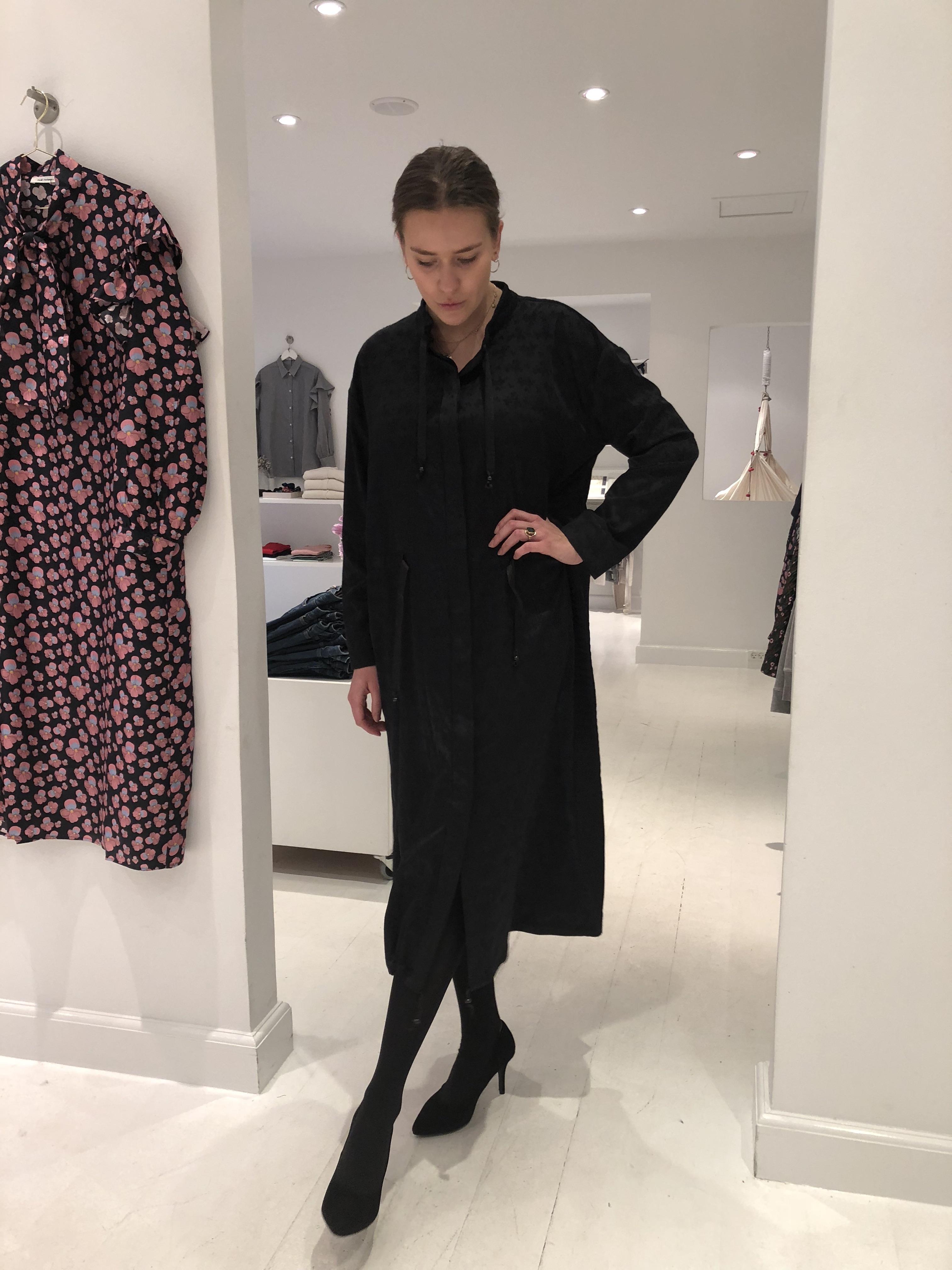 6e3c281de005 Vi har fået den her fine kjole hjem fra Mads Nørgaard