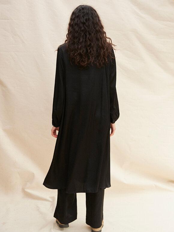 Nué Notes - Lexie Dress black satin